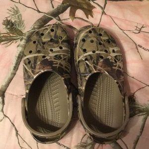 Crocs- camo size 8-9 women's